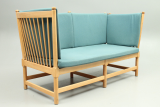 Spoke back sofa in beech designed by Børge Mogensen and produced by Fritz Hansen, Denmark. Danish vintage design furniture.